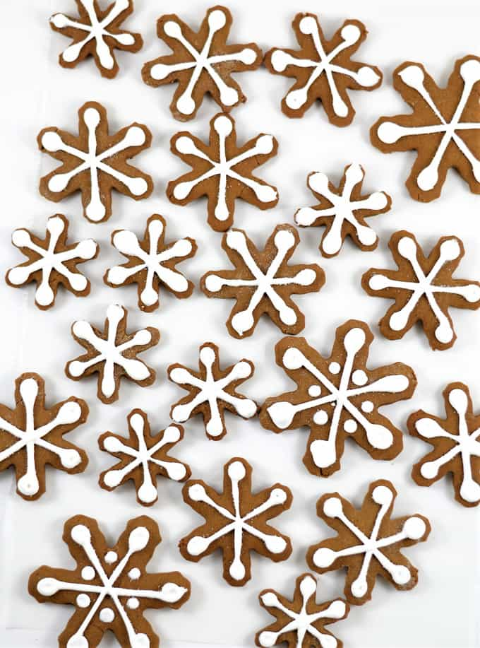 Week 155 - Gingerbread Snowflakes from Burlap and Blue